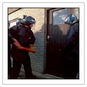 issue03_police_raid
